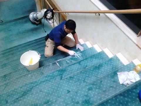 階段クリーニング.jpg