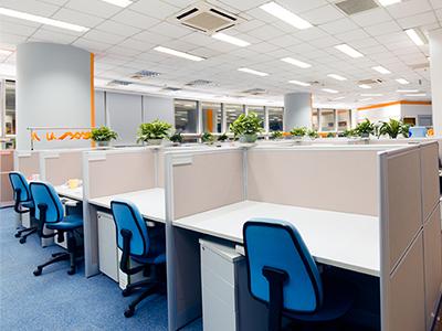 画像:オフィスの椅子も定期的にクリーニング