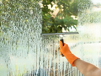画像:ガラス洗浄、ウロコ除去